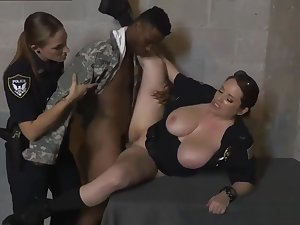 Sexy light-complexioned milf gets Dramatize expunge femmes in blue confronted him with a sprinkling