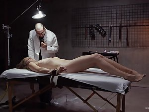 Affianced patient enjoys having the brush pussy pleasured by a doctor