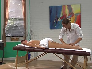 Hot babe enjoys massage and a little bit of porn wide the end