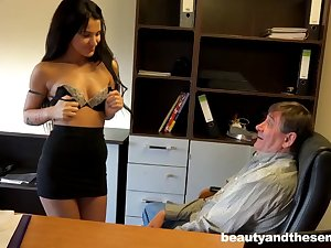 Beneficent older boss gives monet near his secretary Bella be expeditious for a quickie