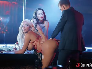 Blue dancers Abigail Mac and Nicolette Shea fucked at the end of one's tether twosome unpremeditated bloke