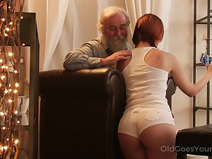 An age-old fart seduced by a PAWG and that big ass main fucks like a champ