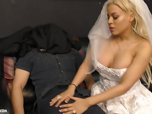 Throw of the dice bride Luna Star makes her boyfriend cum with a hand job