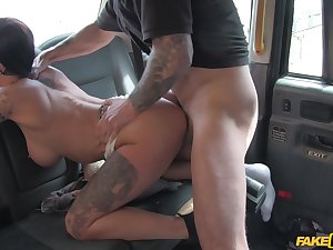 Messy facial for Chantelle Fox after she fucks her blistering cabbie