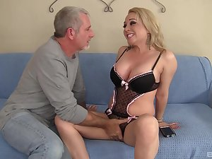 Huge ass and heart of hearts MILF Bambi Diamond fucked by a long pecker
