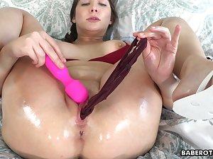 Solo brunette, Blair Williams is masturbating