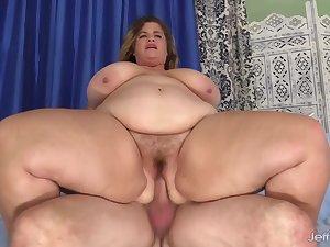Plumper Hayley Jane Bounces on Man Meat