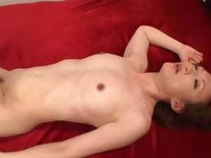 Trimmed pussy mature spreads the brush legs to be fucked above the bed
