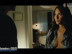 Watch alluring hottie Olivia Munn flashing her chap-fallen body in one be required of her movies