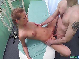 Fantastic sex with the doctor for this slim unpaid