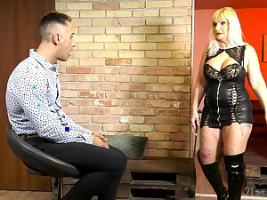 Thick thighed mature woman Anna Valentina was built for sex