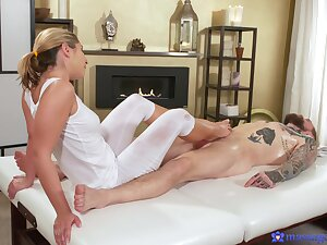 Sweet masseuse feels like fucking after such doting footjob