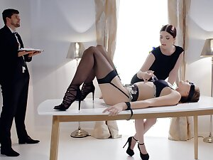 Smashing ladies are acting very naughty in a kinky fetish game