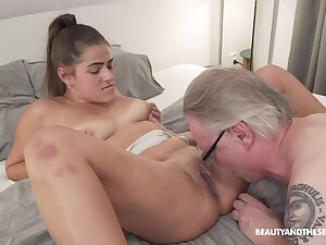 Old man is in be useful to a quick shag with his slutty niece